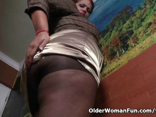 Latina milf Sandra needs relaxing after a hard days work