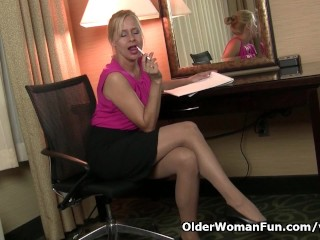 Milf payton leigh can t hide her